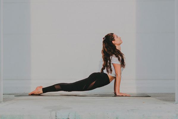 Dame in Yogapose